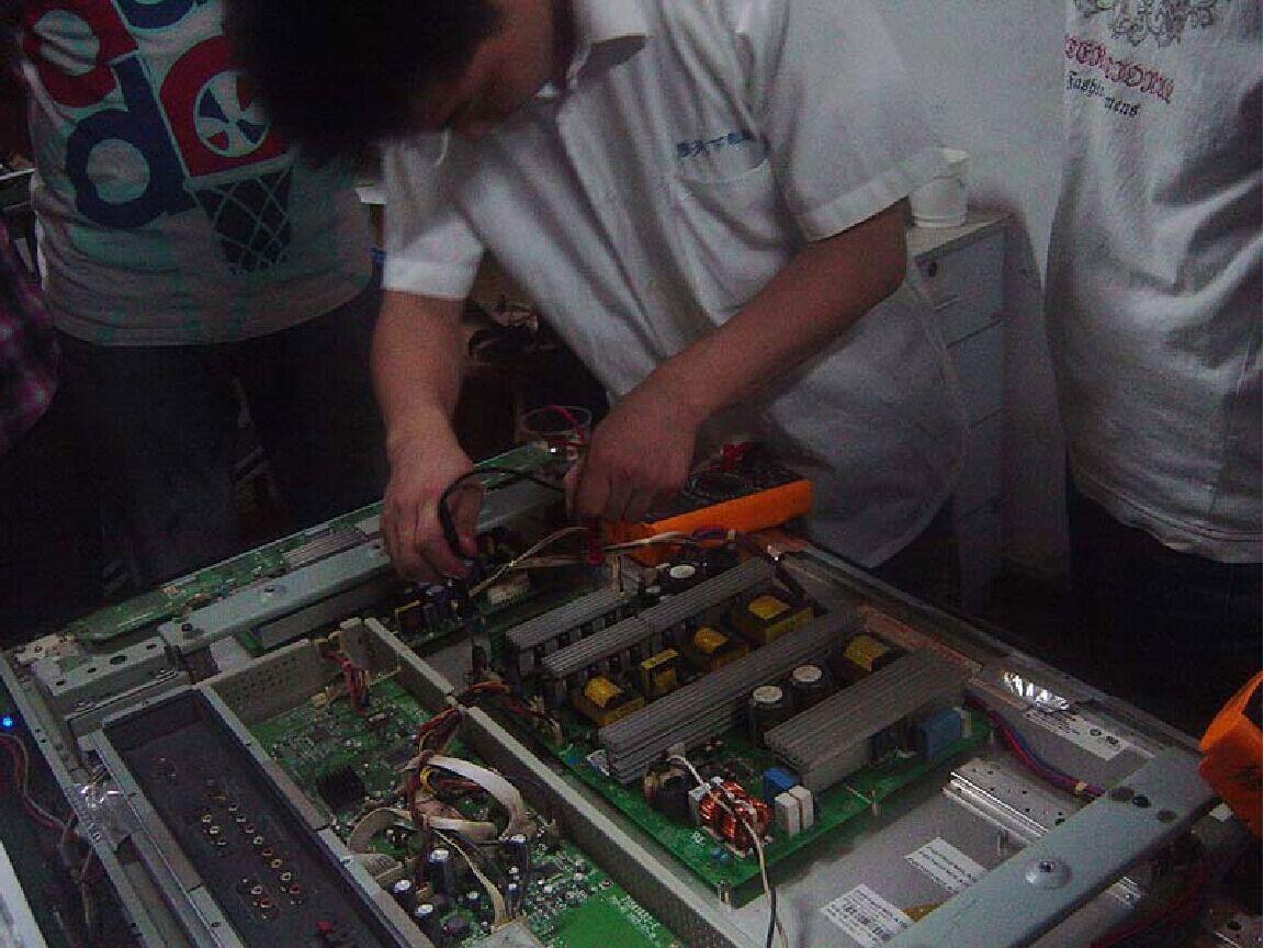 华元波:机电一体化专科毕业,电脑维修专业工程师;精通芯片级维修技术